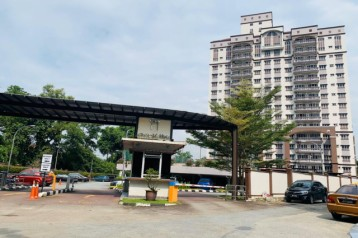 DWI MAHKOTA CONDOMINIUM FOR SALE , TAMPOI
